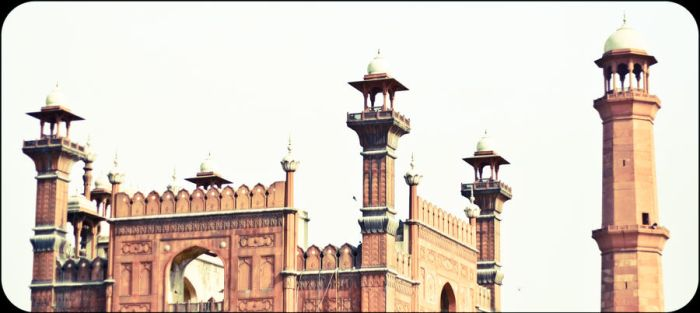 Snippet of Badshahi Mosque by xcon89