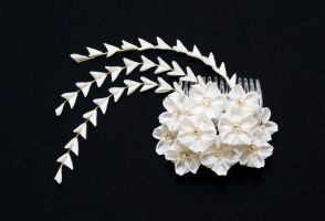 White Cherry Blossom (Sakura) Bridal Kanzashi 150 by japanesesilkflowers