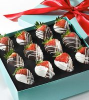chocolate strawberries by AngelFromMyNightm-re