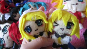 Rin and Len plushies by fatelinkstheetome