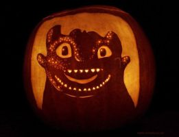 Happy Toothless Pumpkin by Noweia