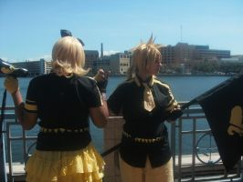 Rin and Len Kagamine 4 ~ Metrocon 2012 by DespicablyAwesome
