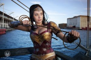 Head Held High - Wonder Woman Cosplay by faramon