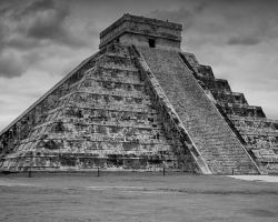 Great Pyramid, Chichen Itza by pubculture