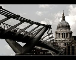 ST PAUL'S CATHEDRAL by gtimages