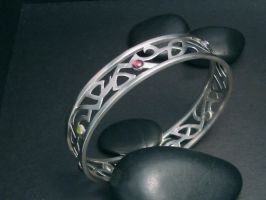tribal bracelet by tinkerSue