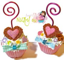 Petit Cupcake - picture holder by colourful-blossom