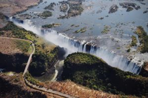 Victoria Falls by Caatherinee