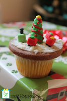 Christmas Tree Cupcake by SugiAi