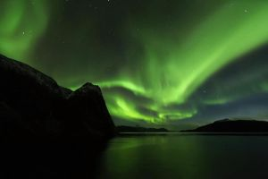 Northern Lights by silverthornofagirl