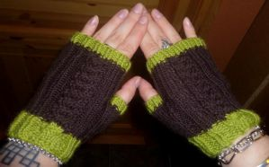 Scrap yarn cable mittlets by KnitLizzy