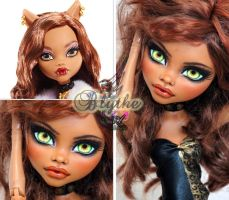 MH 17 inch Clawdeen repaint #2 ~Blythe~ by RogueLively