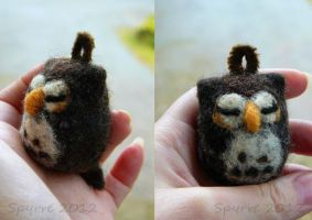 Felted blob-owl by Spyrre