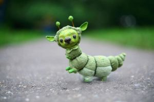 green dog-caterpillar by da-bu-di-bu-da