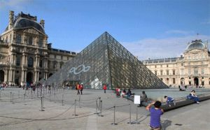 Louvre, Paris by zikrostag