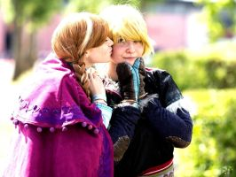 Frozen Kristoff and Anna Cosplay - Japan Expo 2014 by ChiruNoCosplay