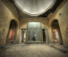Through the Looking Glass by wreck-photography