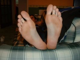 huge male feet by BRITISHSTAR
