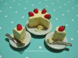 Dollhouse Miniature Strawberry Cheesecake by ilovelittlethings