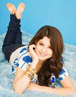 Selena Gomez Shrinks Victoria Justice 2 by randomstuff126