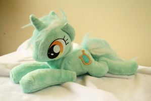 Lyra Plush by Fafatacle