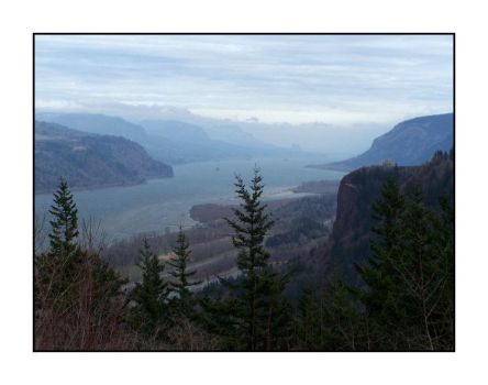 Columbia River Gorge by Lelleean