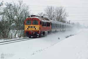 418 308 with a fast train near Gyorszabadhegy by morpheus880223