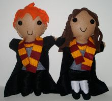 CM: Ron and Hermione by kiddomerriweather