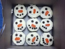 Snowmen Cupcakes by wickedwitchinc
