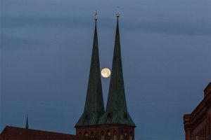 Nikolaichurch with moon by Weiermueller