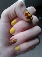 Yellow-brown diamonds nail art by LasManiaticas