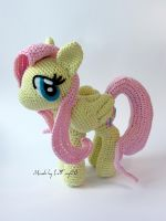 Amigurumi Fluttershy with closed wings by LeFay00