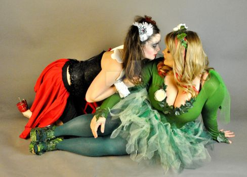Harley and Ivy: Almost a Kiss 2 by Vpoolephotos
