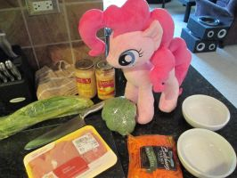Pinkie wants to help with lunch by Template93