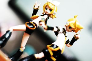 Vocaloid - Kagamine Twins 2 by Skecchu