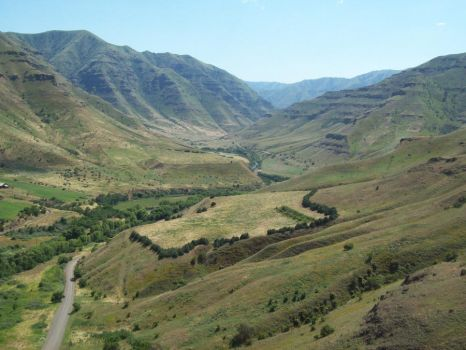 Hiking above Hells Canyon by Chlarcia413