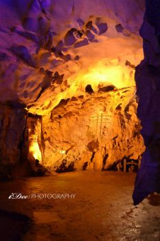 Cave in Guilin, China by indriand