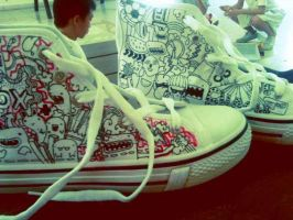 drawing on shoes. by dracomalfloy