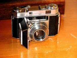 Kodak Retina IIa, open by FallisPhoto