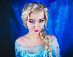 Queen Elsa by StarbitCosplay