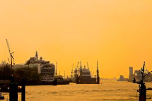 Hamburg Harbour by HexeMistelzweig