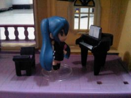 Miku play piano by margarethere
