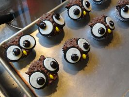 owl cupcakes by RighteousBabet