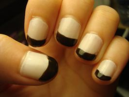 Classic Black 'n' white nails by luminousleopard