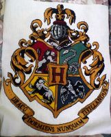 hogwarts crest cross stitch by grumble-king2