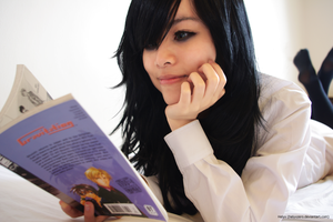 Light reading ~ Tomoko Kuroki cosplay (5/7) by helyxzero