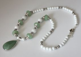 Peridot and White beaded Necklace by BeadingOwl
