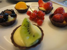 Mini Fruit Tarts + Choc Base. by Pinkiex