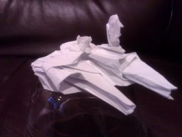 Origami Millenium Falcon V1.0 by taerkitty