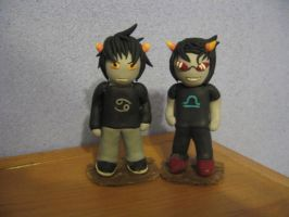 Karkat and Terezi figures by kyuubicross
